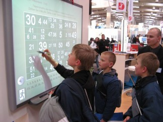 Interactive_whiteboard_at_CeBIT_2007 (1)